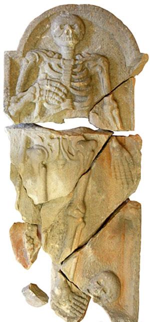 Allegoria della Morte, un tempo fastigio del portale principale. Rimossa a causa del terremoto (1967) si trova oggi presso il Museo Civico ok.